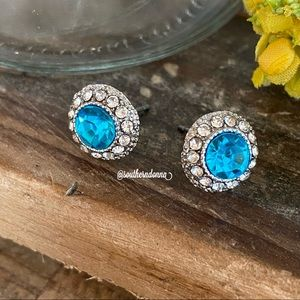 NWT Beautiful Turquoise Rhinestone Earrings
